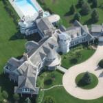 4. Les Hamptons sont une zone de villégiature parmi les plus prisées aux Etats-Unis. Et au beau milieu de cette région, Fairfield Pond est une résidence bâtie par Ira Rennert, grand investisseur dans l'industrie et des matières premières. La demeure est estimée à 170 millions de dollars.